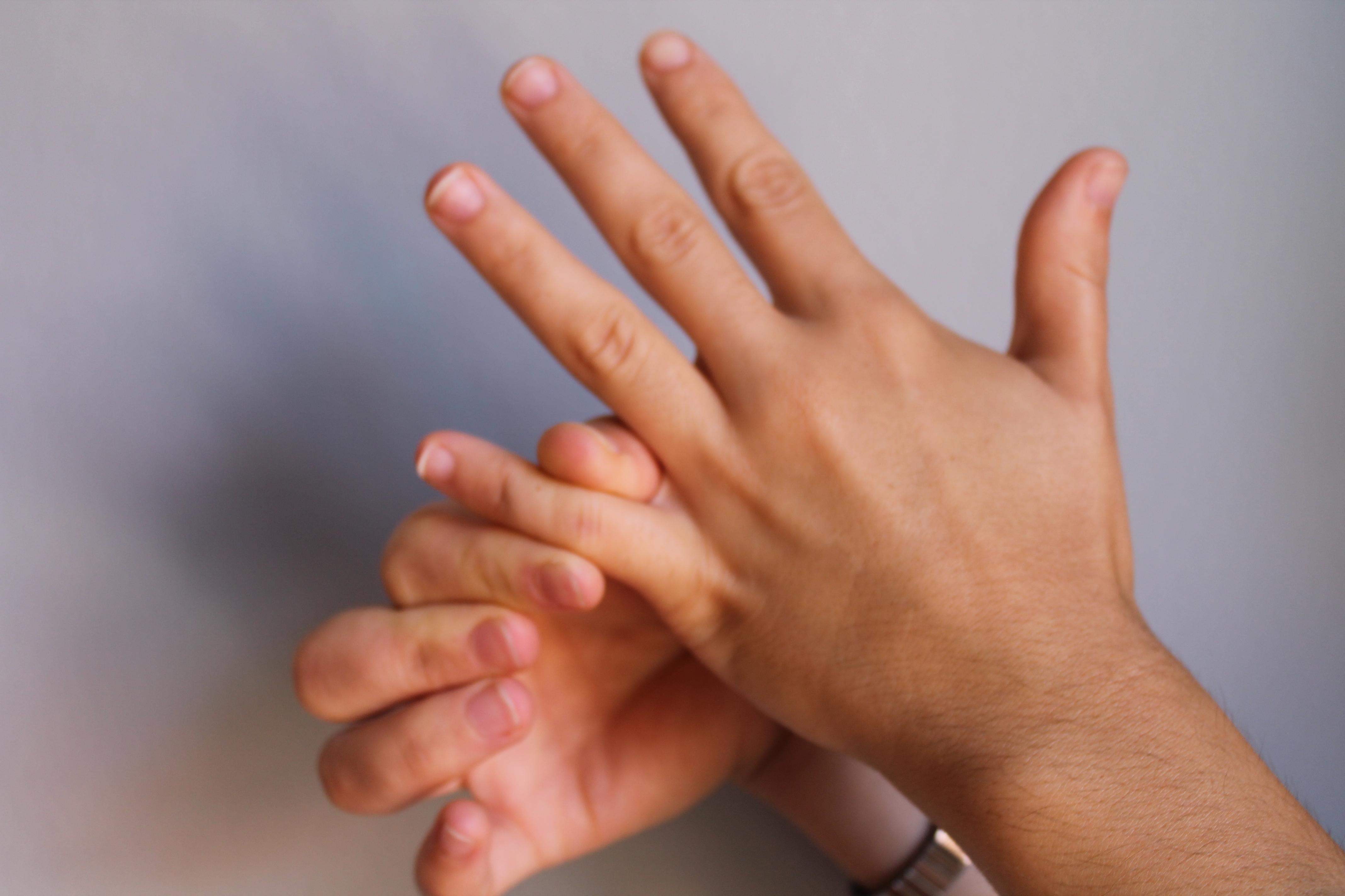 dolor en articulaciones dedo indice